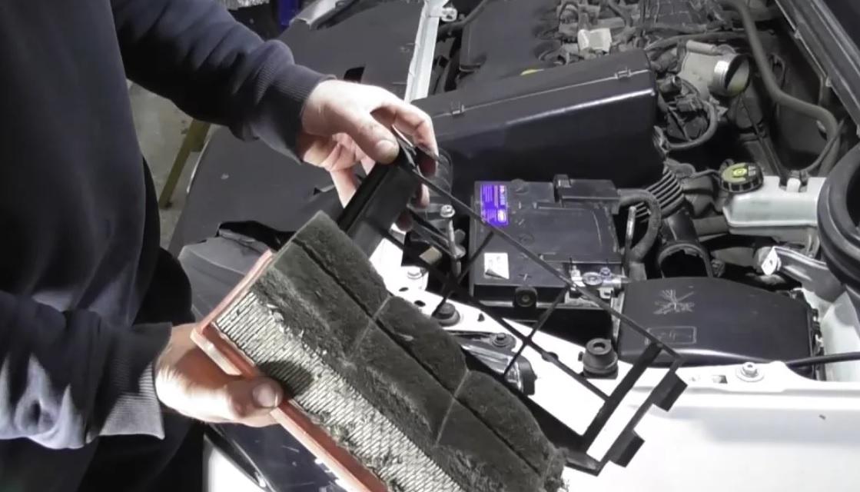 Как заменить воздушный фильтр на Лада Веста своими руками?