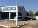 Заброшенный автосалон LADA во Франции с десятками машин - фото