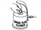 Очистка свечей зажигания вручную и с помощью специального прибора